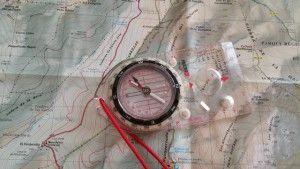 Mapa y brújula.
